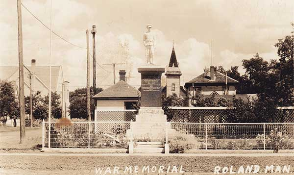 Postcard view of the Roland War Memorial