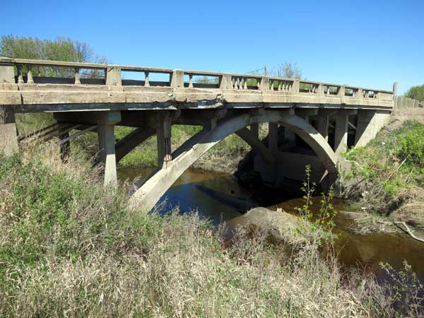 Concrete arch bridge over Gopher Creek